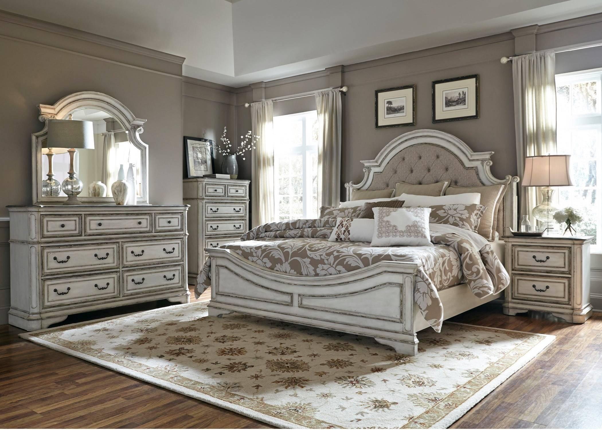 244 Magnolia Manor Queen Upholstered Bed Set  $1999